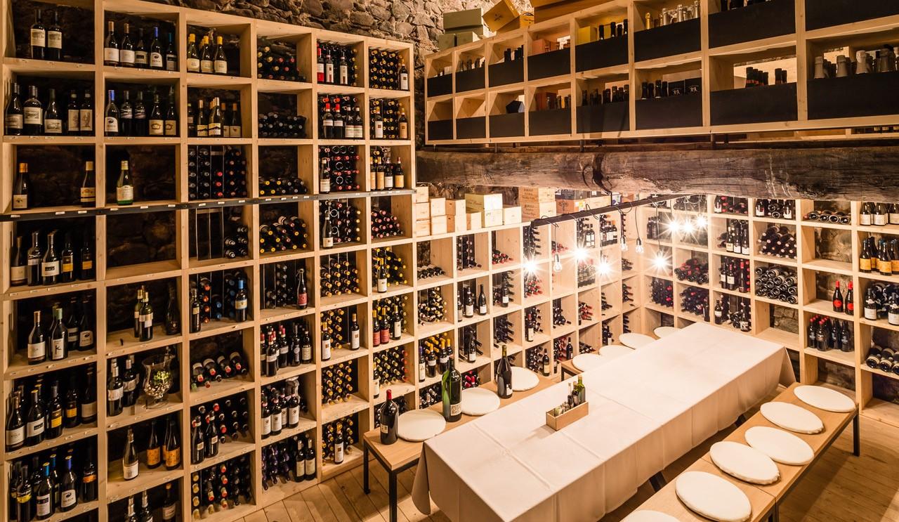 Tischreservierung im Weinkeller